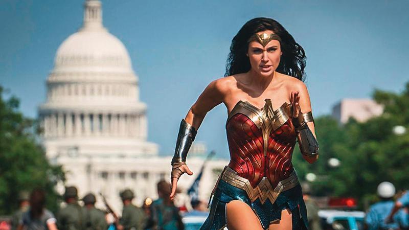 《神力女超人1984》有水準达标的动作戏,娱乐性已满足,暗藏深刻辩证题目,剧本功力更是高明。(华纳提供)
