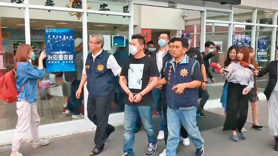 警方上週大動作逮捕竹聯幫寶和會10名成員,希望釐清館長槍擊案的真相。