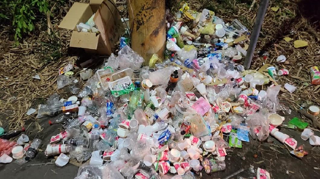 遶境滿地垃圾飲料罐 網怒:媽祖真的會高興?