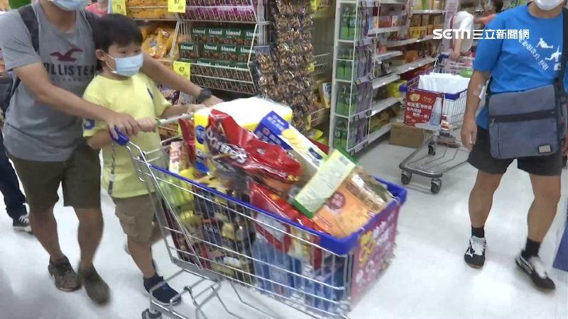 生鮮食品被亂丟 員工搶黃金時間歸位 - Yahoo奇摩新聞