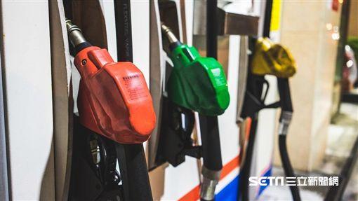 下週國內汽、柴油零售價格每公升將各漲1.4和1.5元。(圖/資料照)