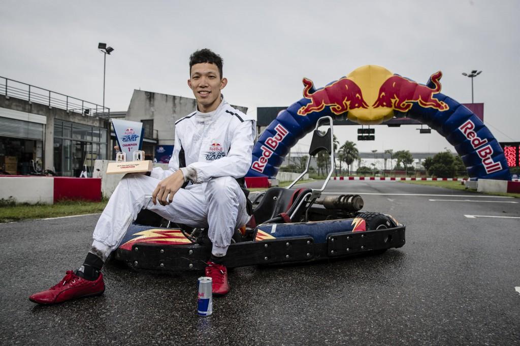 2019-red-bull-kart-fight-aston-martin-red-bull-racing-f1