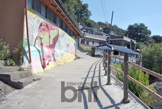 Editor s sketchbook jaman mural village in jeonju for Mural village