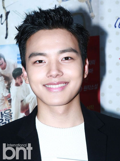 Yeo Jin Goo Holds A Fan Signing For His New Movie Yahoo