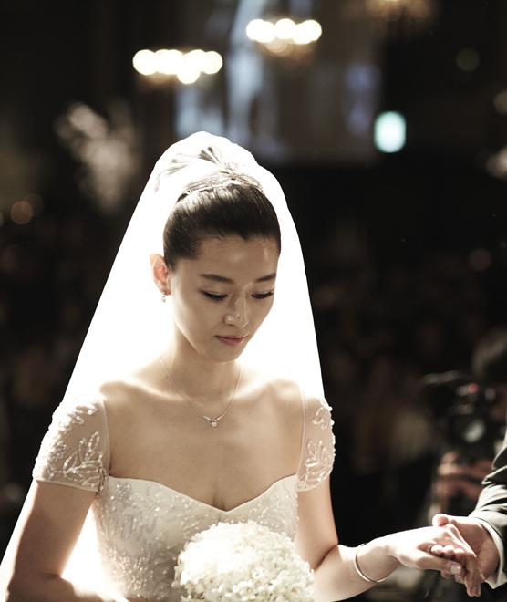Jun Ji Hyun Sets an Ex...