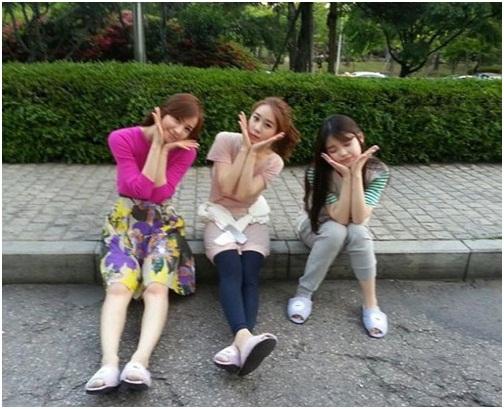 劉仁娜 花托式美貌,和孫泰英-IU並肩一起「好似親姐妹」