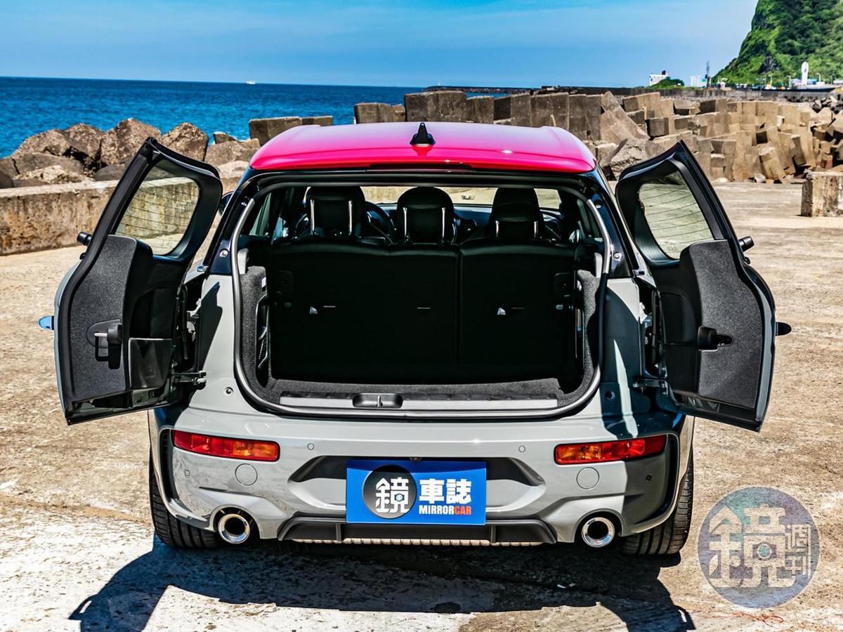 Split Doors對開式尾門可說是她的招牌設計,後廂標準容積為360 公升。