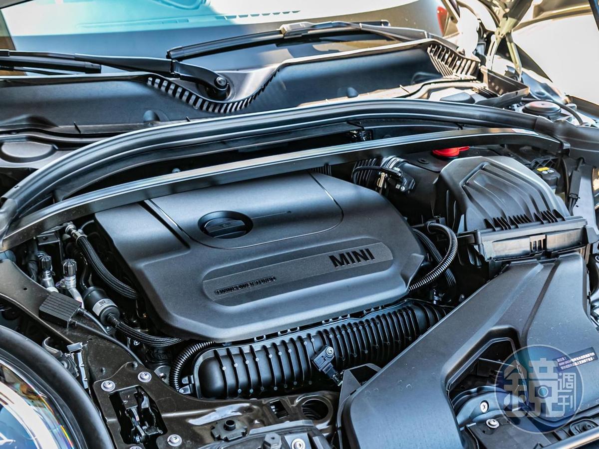 代號 B48 的TwinPowerTurbo直列4汽缸2.0升渦輪增壓汽油引擎,能輸出306匹最大馬力與45.9kgm最大扭力