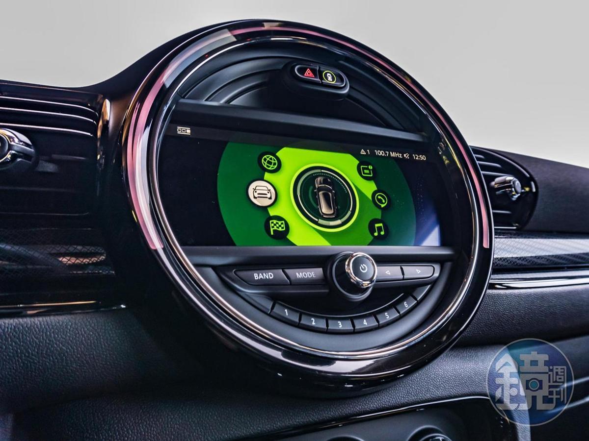 選配8.8吋中控台觸控顯示幕。