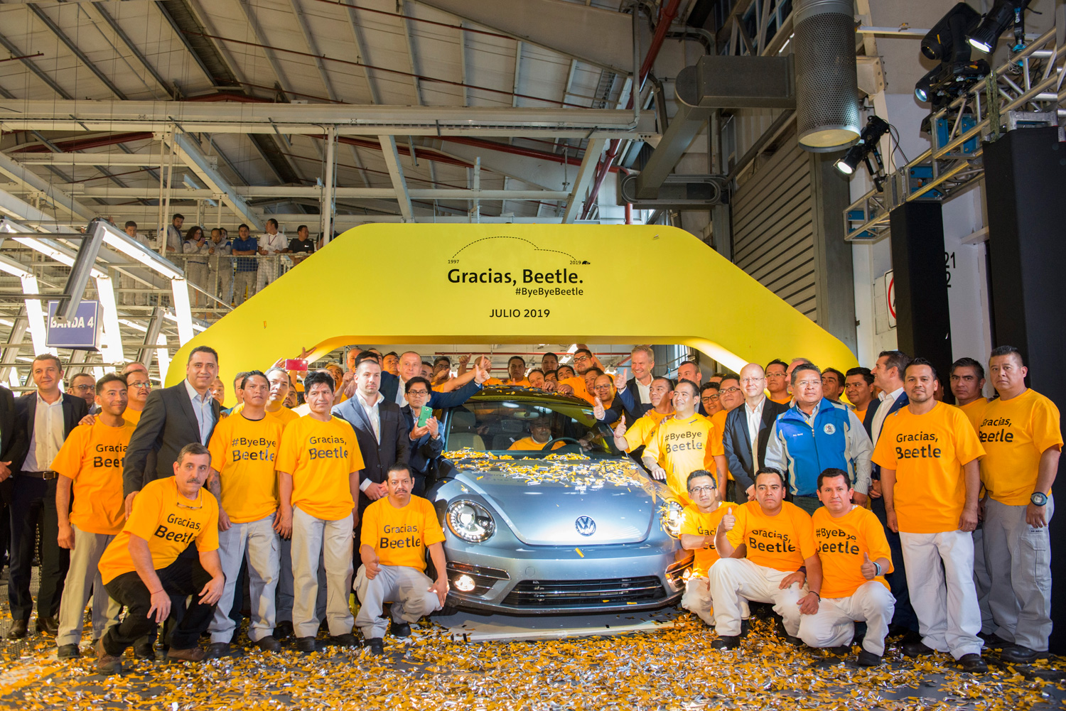 Iconic_Volkswagen_Beetle_Ends_Production-Large-10026.jpg