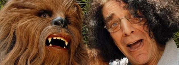 Star Wars: Ator que vive o Chewie deixa o hospital