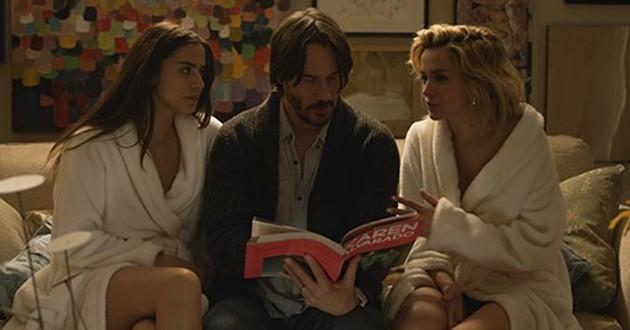 Knock Knock: Primeiro trailer tem Keanu Reeves com duas belas moças
