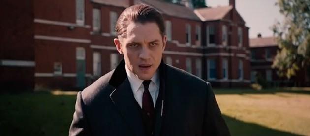 Legend: Tom Hardy vive gêmeos mafiosos em trailer
