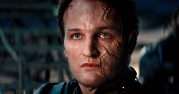 O Exterminador do Futuro – Gênesis: John Connor manda oi para leitores do Cineclick