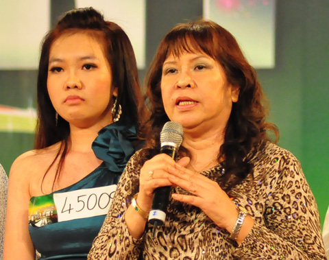 Mẹ con thí sinh Quỳnh Anh đang gây bàn tán sôi nổi trên mạng.