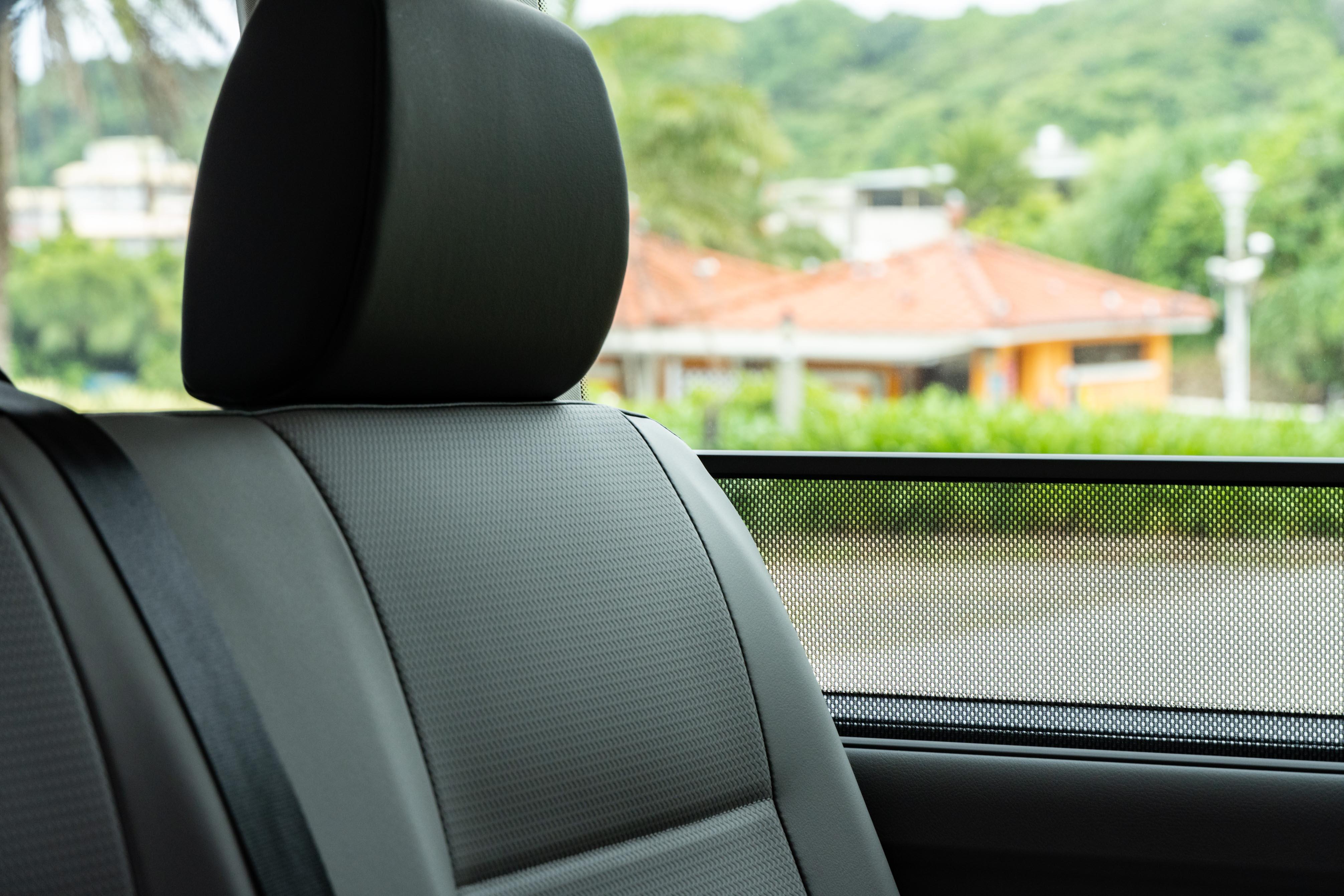 全車系標配後座車窗遮陽簾。