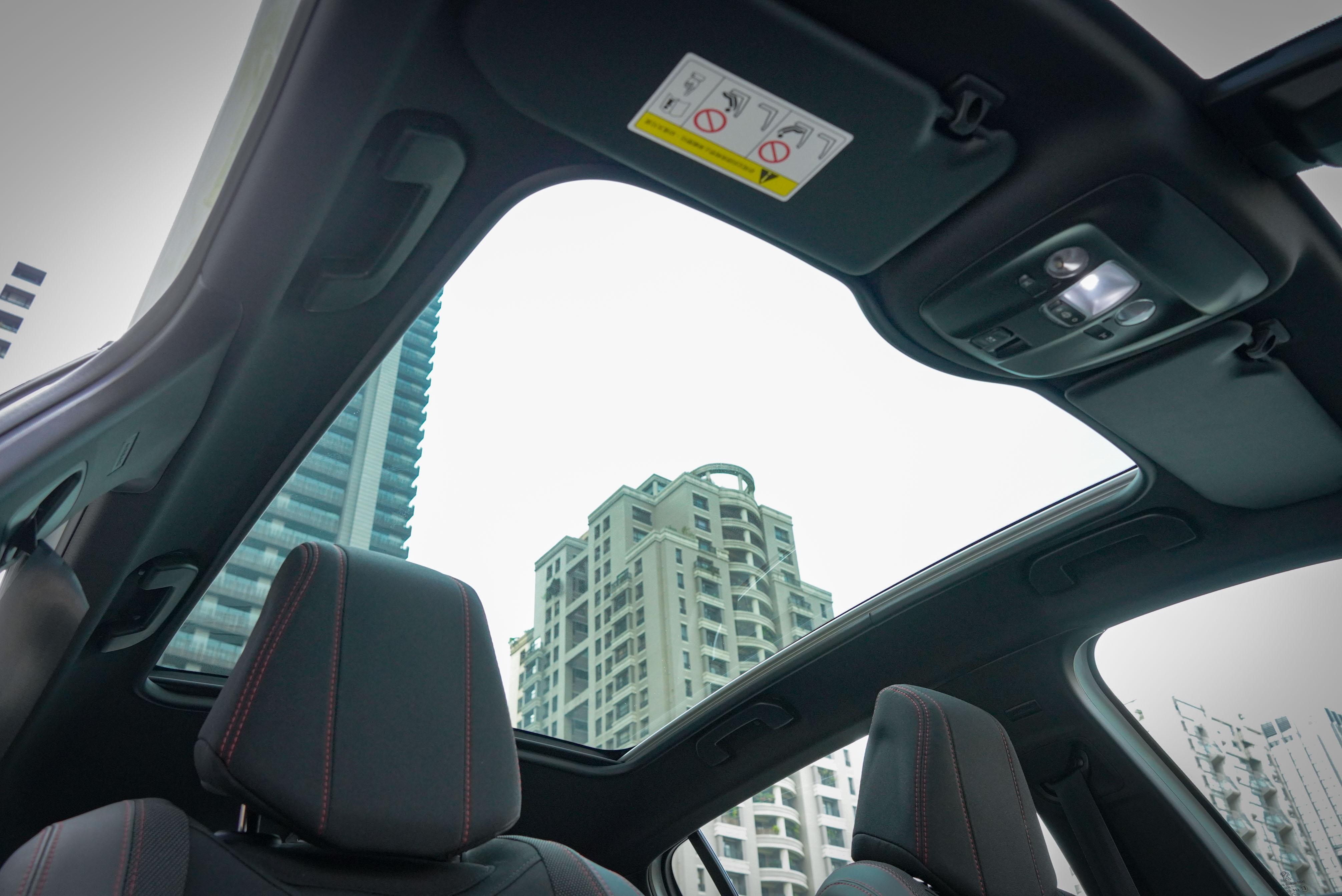 GT Line Cielo 標配全景式玻璃車頂。