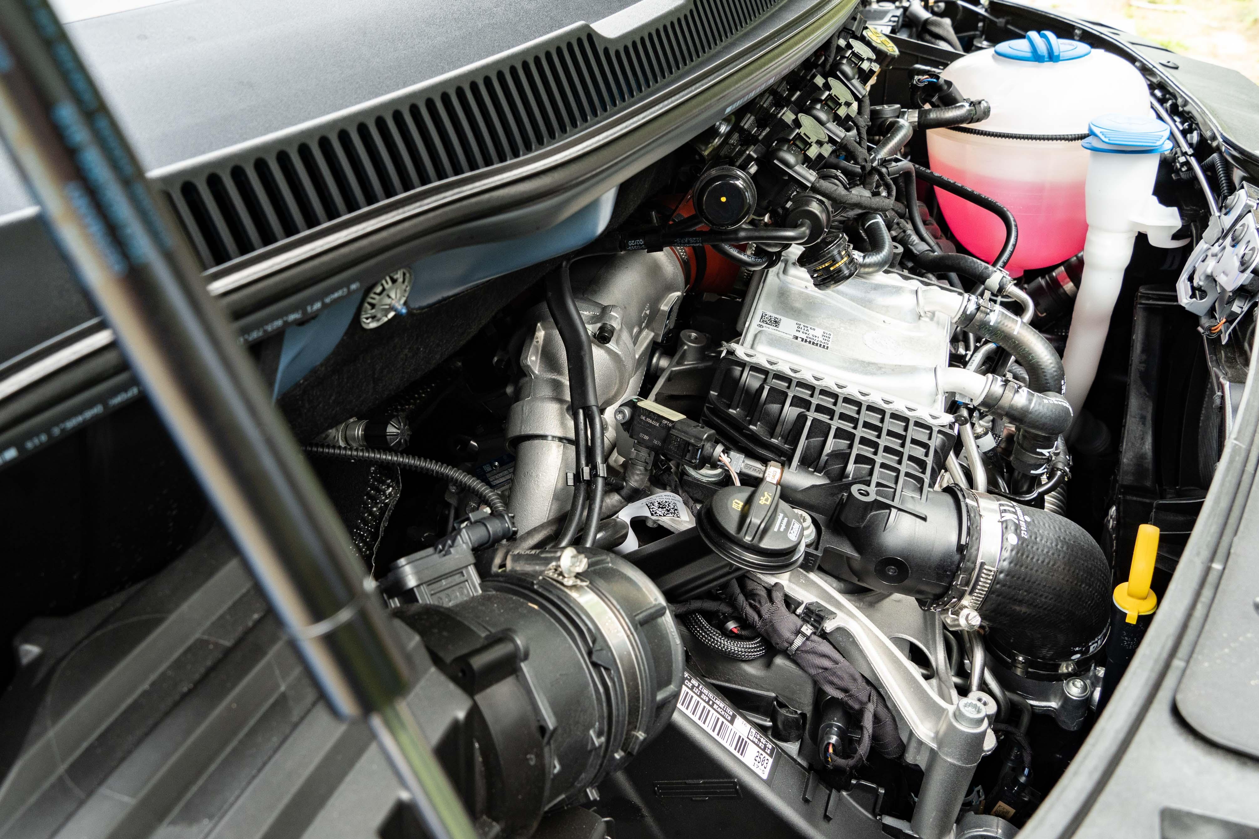 Caravelle 199 L 與 Caravelle 199 L 4Motion 搭載 2.0 升 TDI 雙渦輪增壓柴油引擎。