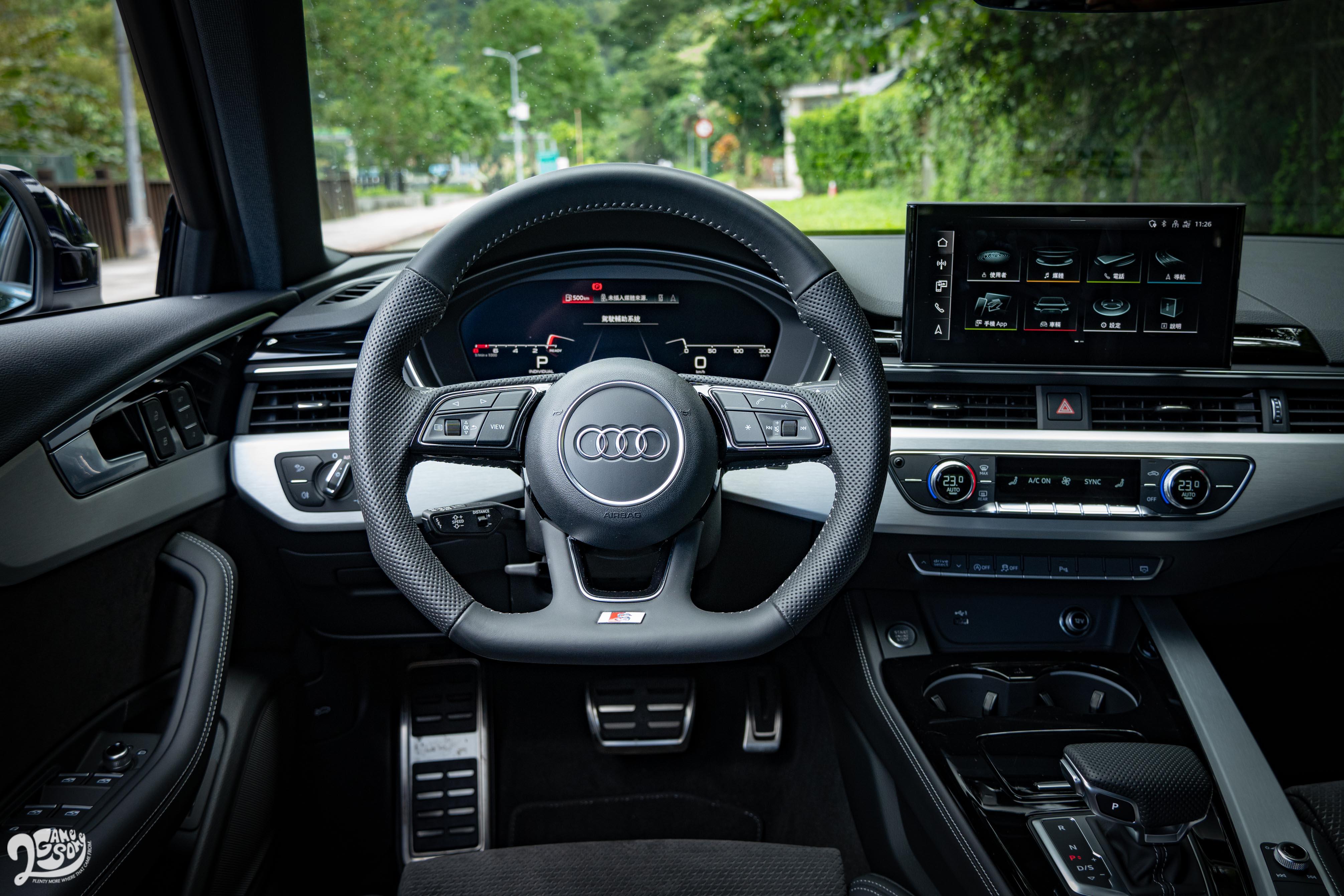 A4 的駕駛介面非常容易上手。