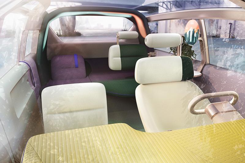 一般狀態下座艙就像一般車,同樣有駕駛座、副手座與後排乘客座,充其量設計前衛且更討喜。