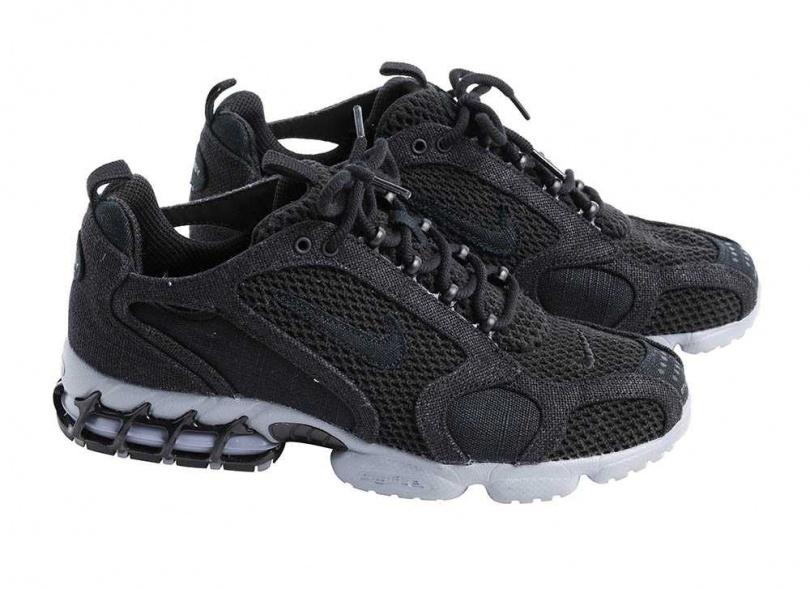 NIKE × STÜSSYAir Zoom Spiridon Caged/6,580元這款鞋黑色的數量很少,尤其楊銘威看過韓星朴敘俊也穿。在市場稀有度及韓星的加持下,讓他更加喜歡這雙鞋,「這雙鞋很好搭,重點是穿起來很舒服,我講求舒適和極簡,又很有特色。」(攝影/戴世平)