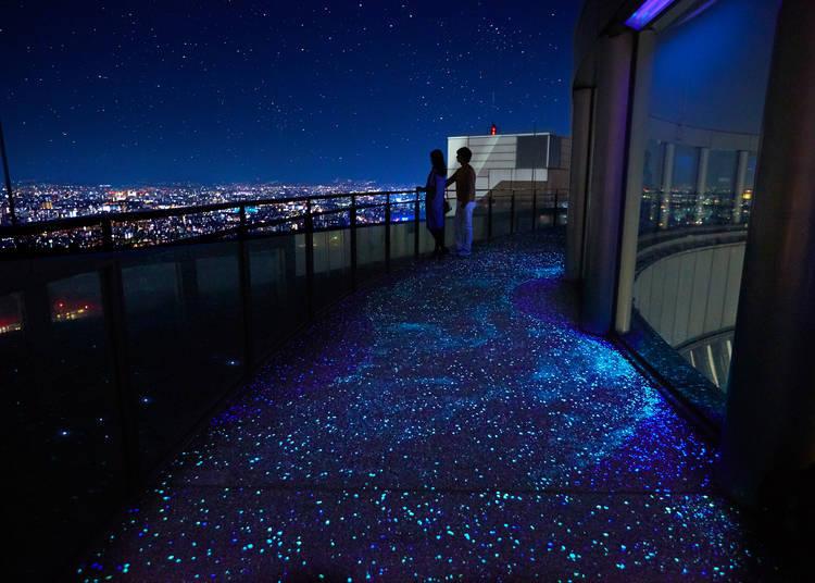 腳邊的閃亮蓄光石地板,彷彿銀河般夢幻