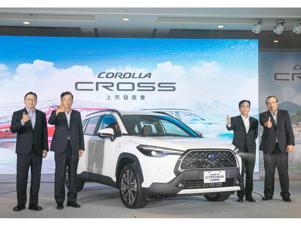 COROLLA CROSS為過去20年來,唯一單月領牌數突破6,000台的車款。 (左起和泰汽車蘇純興總經理、黃南光董事長、國瑞汽車長沼一生董事長、林永裕總經理)