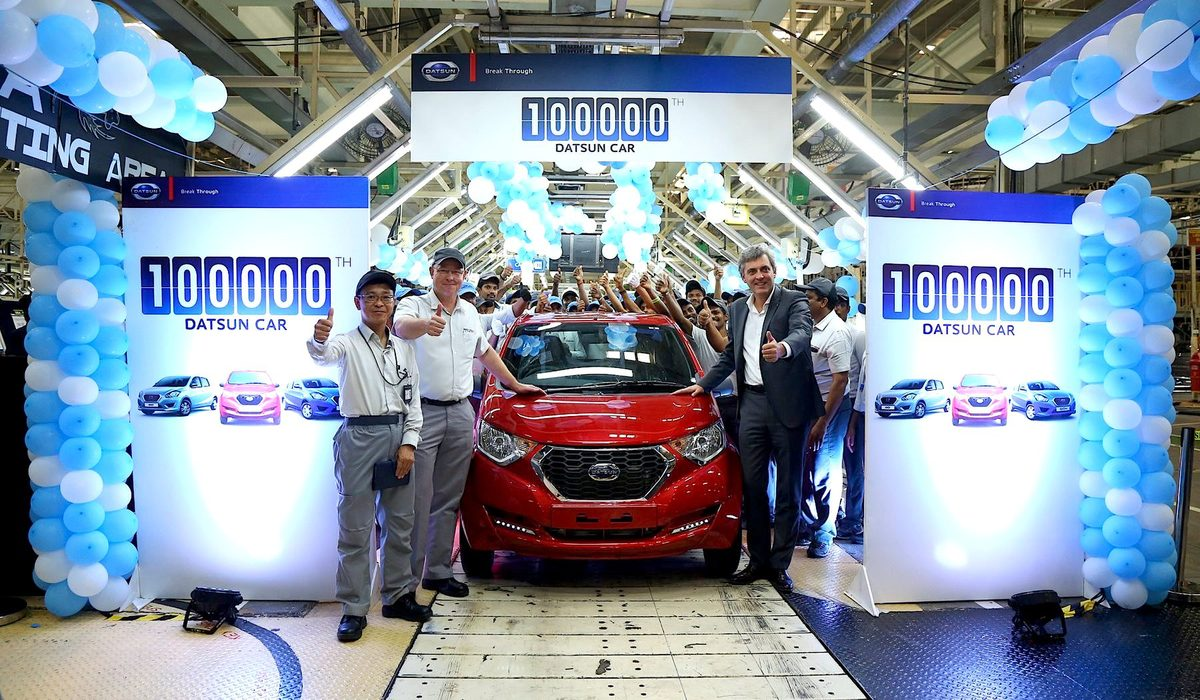 Datsun-100000th-car-in-India.jpg