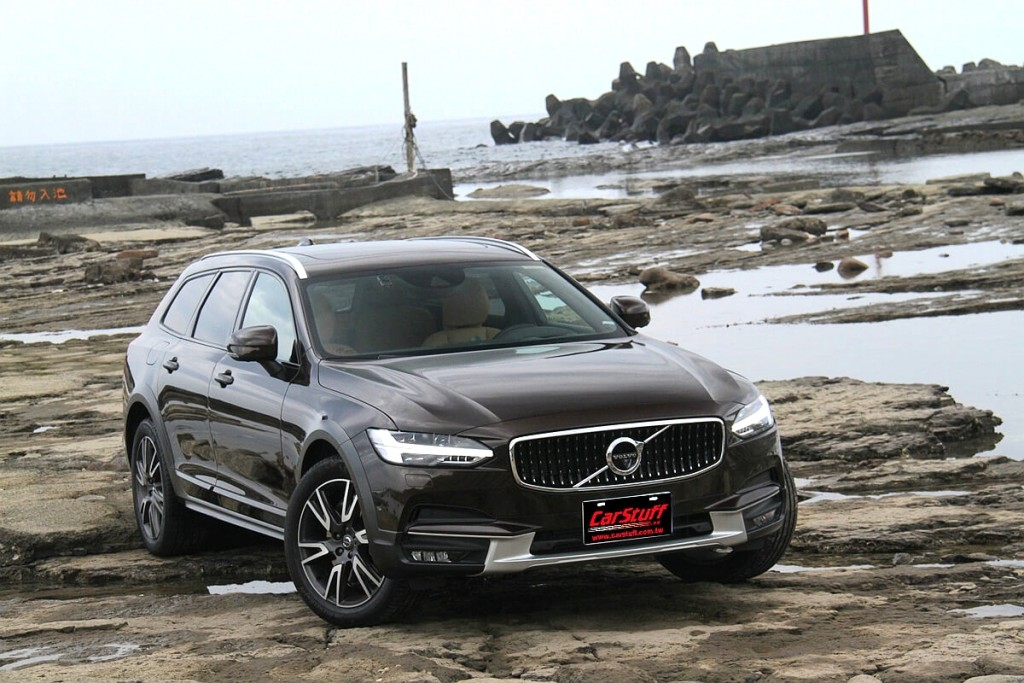 volvo-v90-cross-country-ft-bowers-wilkins