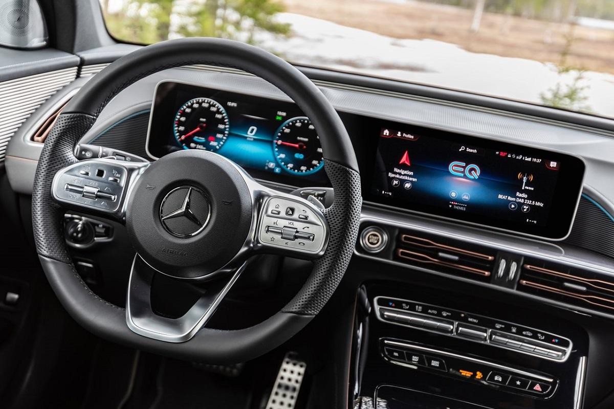 Mercedes-Benz-EQC-2020-2.jpg