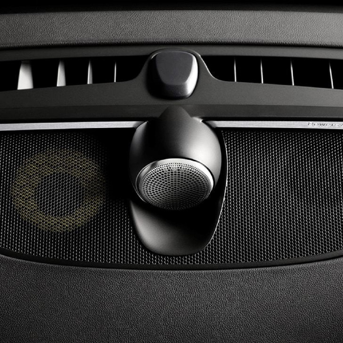5-d-volvo-tweeter-on-top-technology_0.jpg