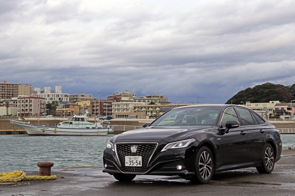 2019-toyota-crown-2-5-s-c-package