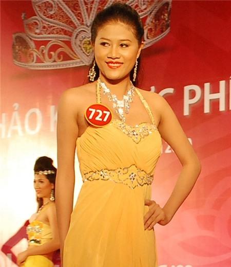 """Ngoài Nguyễn Thị Loan, chung kết HHVN 2010 còn chứng kiến phần thi ứng xử dài dòng của thí sinh Lâm Thị Thúy đến từ Bến Tre. Câu hỏi dành cho Lâm Thị Thúy là: """"Thế nào là một người sống có ích?"""