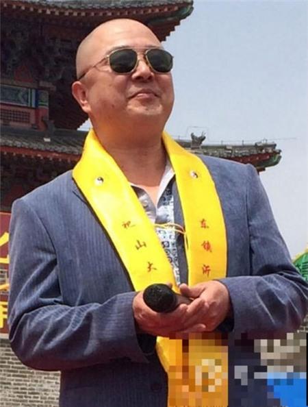 Từ Thiếu Hoa dẫn chương trình tại lễ khánh thành một khu vui chơi giải trí ở tỉnh Sơn Đông.