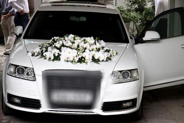 Cận cảnh chi tiết trang trí trên xe hoa trong đám rước dâu Tăng Thanh Hà.