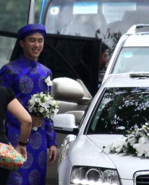 Từ sáng sớm, gia đình nhà chú rể Louis Nguyễn đã chuẩn bị đoàn xe chu đáo để sang nhà gái đón dâu.