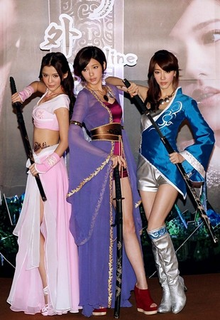 Dream Girls合體代言,李毓芬露最多最搶鏡。(圖/遊戲新幹線)