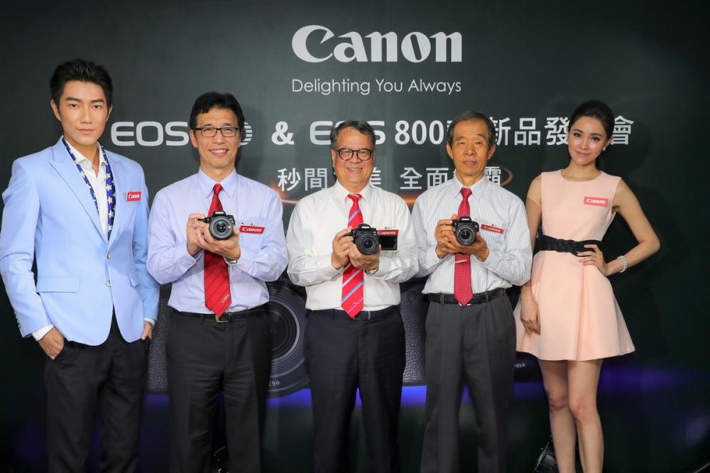 Canon 不斷創新推出符合消費者需求相機,宣佈推出全新 EOS 77D 輕巧中階數位單眼相機及 EOS 800D 入門級數位單眼相機,中台灣佳能資訊蘇惠璋總裁,右2彩虹先進楊大明董事長,左2台灣佳能資訊消費影像事業處胡大剛