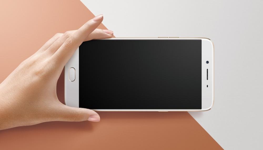6吋Full HD大螢幕的OPPO R9s Plus,搭載第五代康寧R GorillaR大猩猩玻璃,2.5D弧面螢幕搭配極窄邊框,讓螢幕視覺無邊界。
