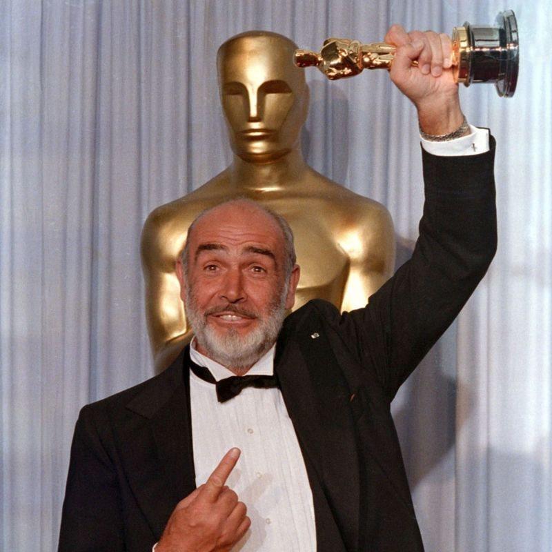 1988.年,康纳利因《义胆雄心》(The Untouchables)获奥斯卡最佳男配角奖、金球奖最佳男配角奖和英国电影电视学院奖提名。