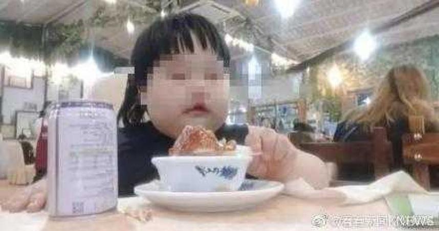 父母逼吃播賺錢...狂餵3歲女兒漢堡、炸雞!她胖到35公斤成米其林寶寶