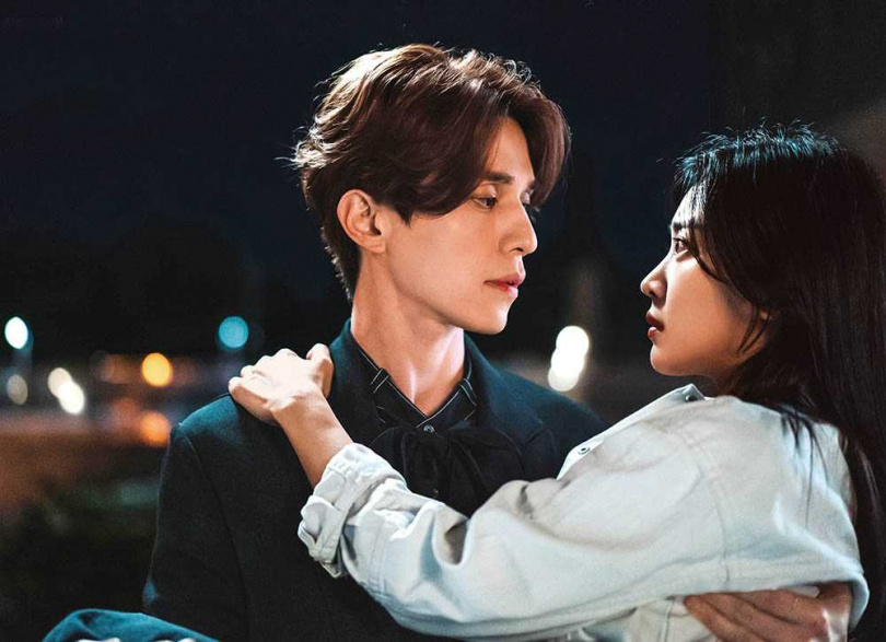 女主角趙寶兒小李棟旭10歲,但兩人相處愉快,感受不到年齡差距。(圖/翻攝自tvN)