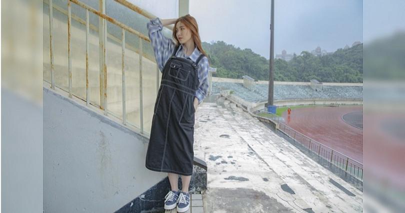 輕鬆的丹寧吊帶裙是休閒女孩最好的時尚單品。