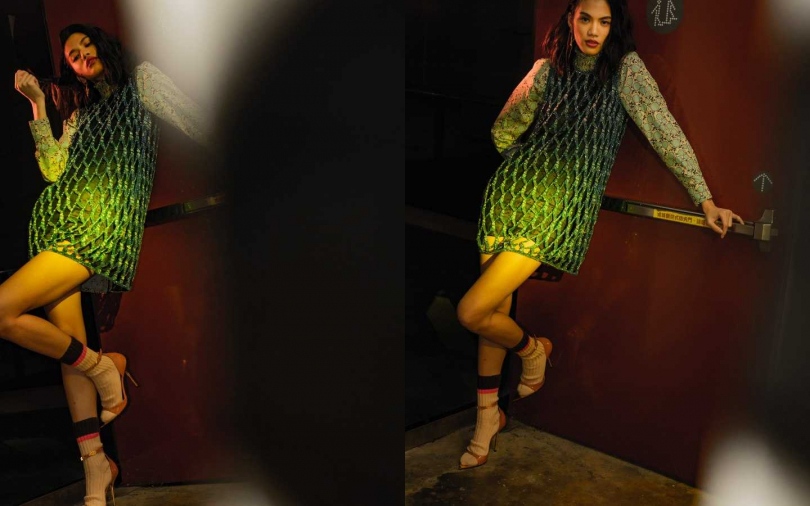 Versace Dress 洋裝/價格未定、Virtus Drop Earrings 耳環/約9,900元、Patent Leather Irina Sandals 跟鞋/約34,300元;Prada Blouse 上衣/價格未定、Cotton Socks 短襪/約51,80元。(攝影/莊立人)