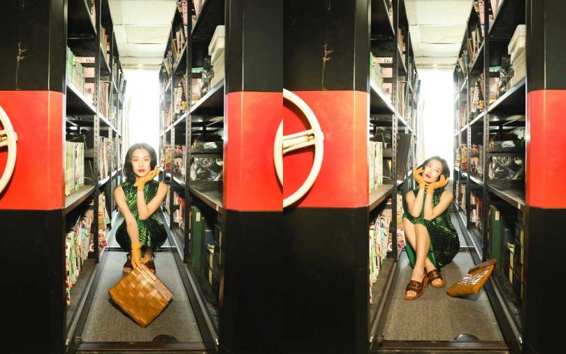 PRADA Lux Velvet Dress 洋裝/約131,960元、Leather Sandals 涼鞋/約26,750元;BOTTEGA VENETA BV Snap/約102,200元;H&M Leather Gloves 手套/價格未定(圖/戴世平攝)