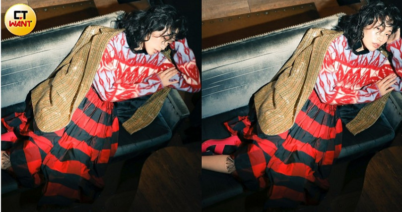 CELINE亮片粗花呢刺繡TOURNON外套/305,000元、MONCLER Printed Crewneck Sweater毛衣/34,400元、DIOR Fringed Skirt with Check Mofit過膝裙/ 約88,088元、DIOR Technical Cotton Socks短襪/價格未定、Roger Vivier漆亮皮方釦跟鞋/37,000元。(圖/戴世平攝)