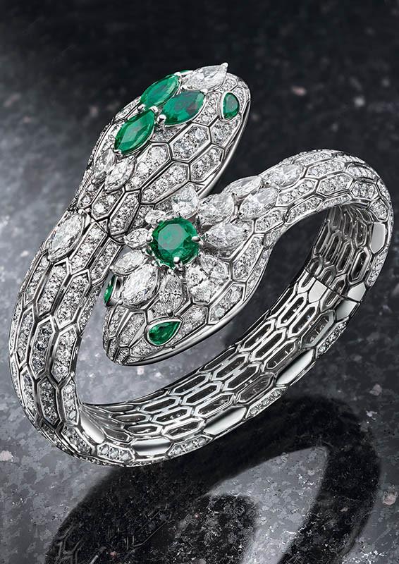 Serpenti Misteriosi祖母綠珠寶腕錶,定價:18,546,000元(圖/寶格麗提供)