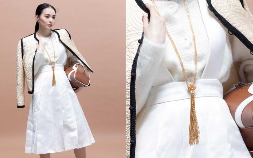 CELINE象牙白色鋪棉狩獵外套/價格未定;miumiu白色洋裝/約116,500元;miumiu白色針織毛衣/32,000元;Prada保齡球包/70,000元(圖/莊立人攝)