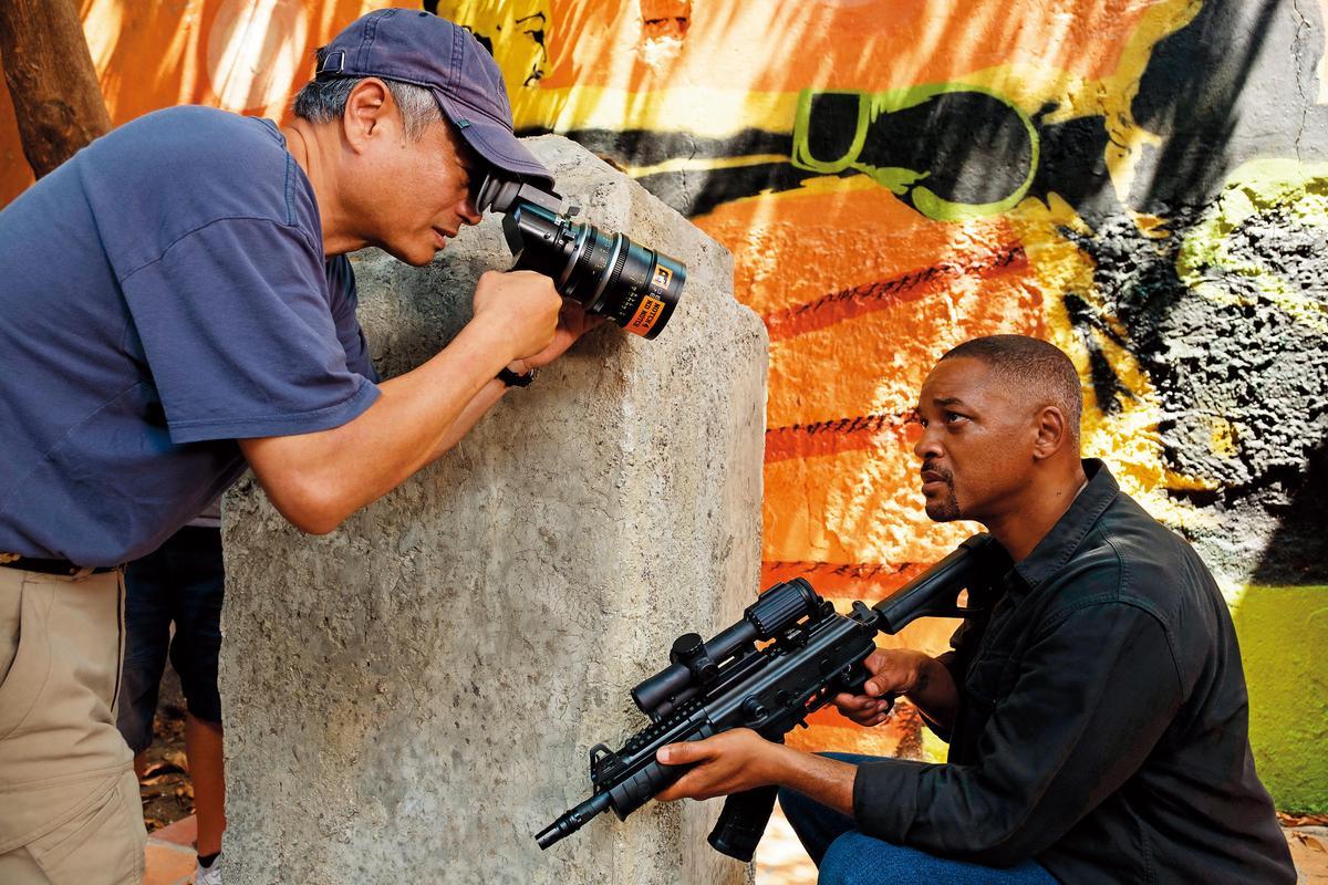 好萊塢經紀公司握有愈多人才、談判籌碼愈多,例如電影《雙子殺手》的導演李安(左)和演員威爾史密斯都隸屬CAA經紀公司。(東方IC)
