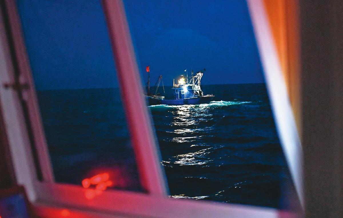 黃大彰狡猾至極,為了確認接駁毒品的漁船是否為自己人,雙方船隻靠近時還要互閃5次燈號為憑。(東方IC)